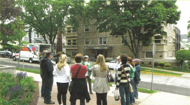 Ann Waidelich  leading a Mansion Hill East tour