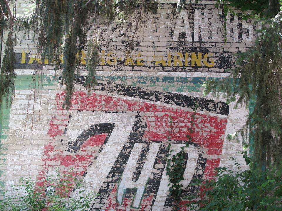 7 up sign Williamson St