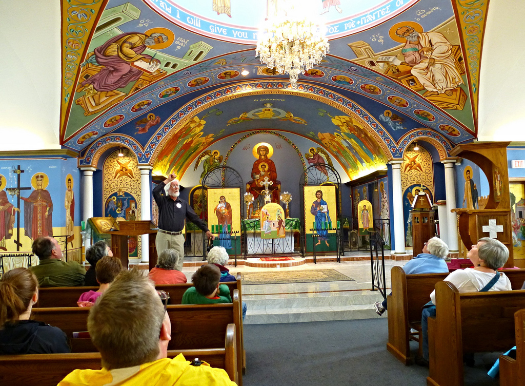 Photo of the Church Nave by Ali Eminov, https://c2.staticflickr.com/8/7326/9386202586_5dcd270f31_b.jpg