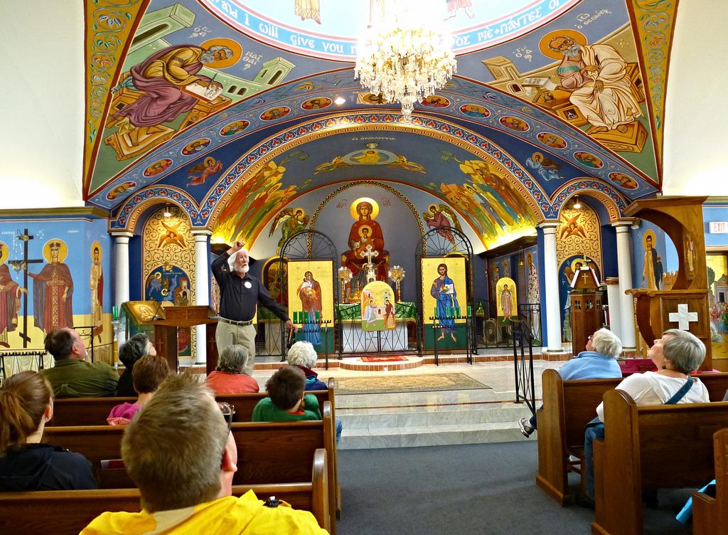 Photo of the Church Nave by Ali Eminov, https://c2.staticflickr.com/8/7326/9386202586_5dcd270f31_b.jpg